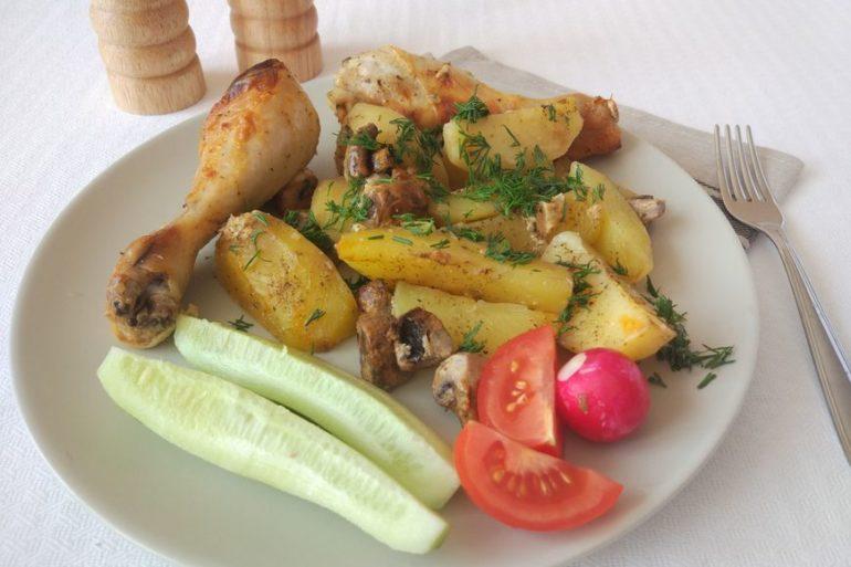 Курица с грибами и картошкой в духовке