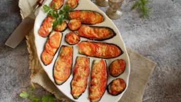 запеченные баклажаны с помидорами под сыром