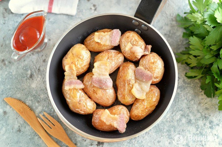 Картофель в мундире, запеченный целиком в духовке