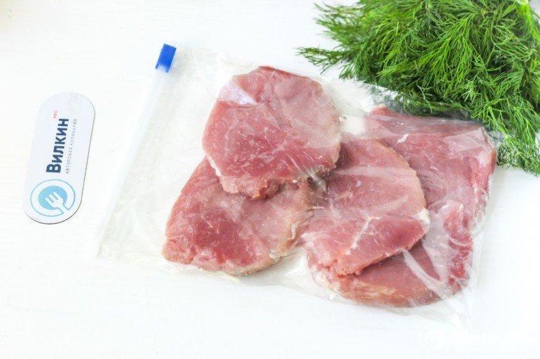 стейки свинины