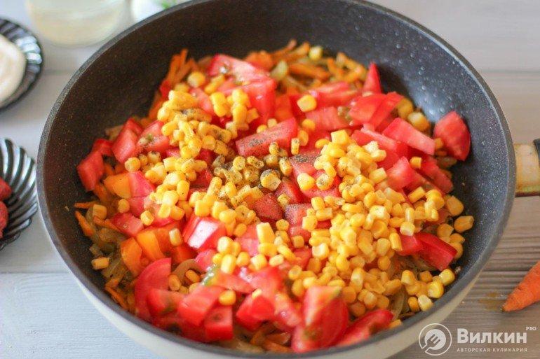 добавление томатов