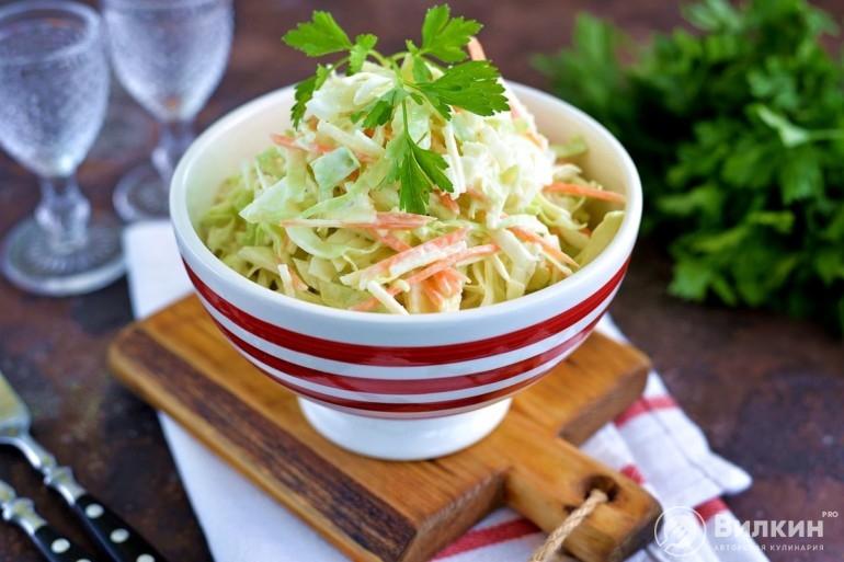 Салат с капустой, яблоком и морковью