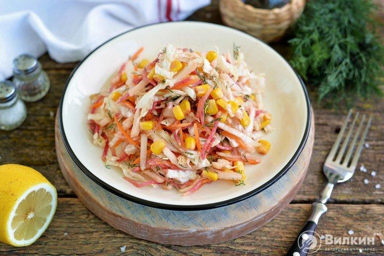 Постный салат с кукурузой консервированной