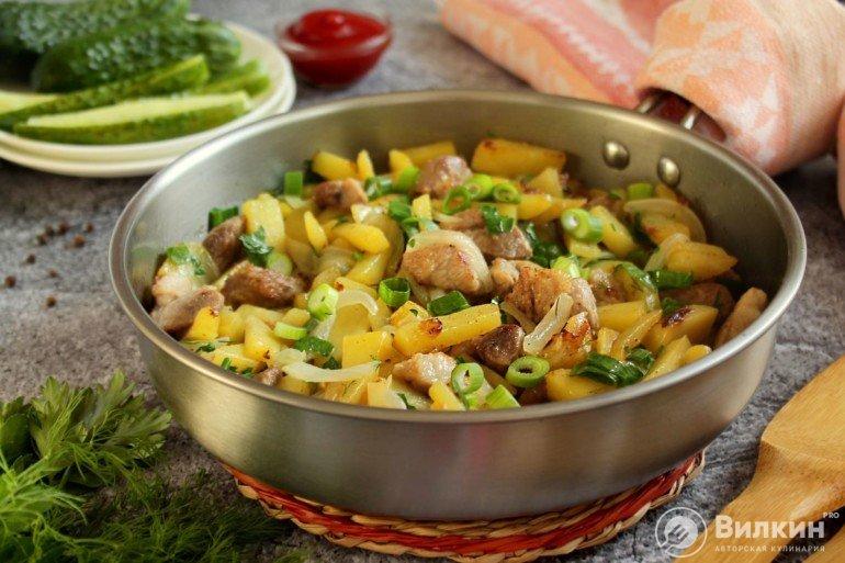 готовый тушеный картофель с мясом