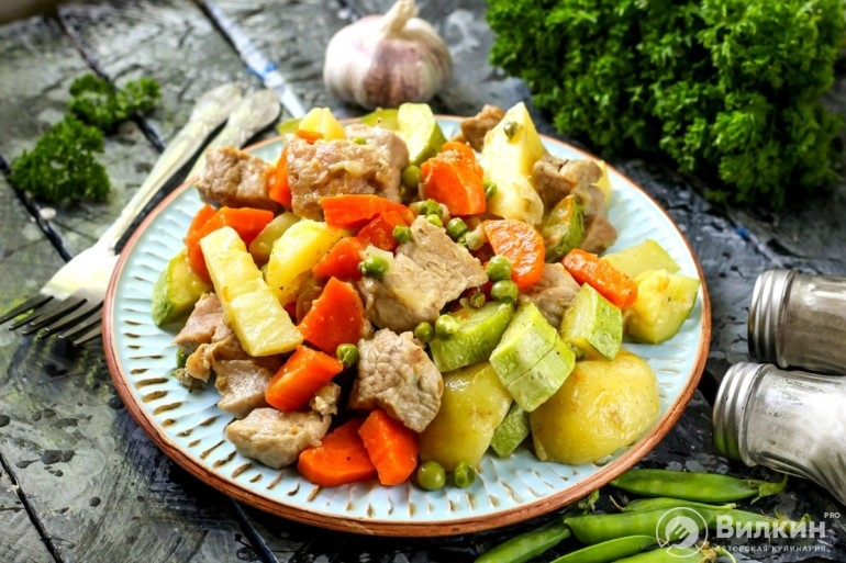 Свинина с овощами в мультиварке