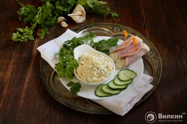 Закуска из сыра с чесноком и майонезом