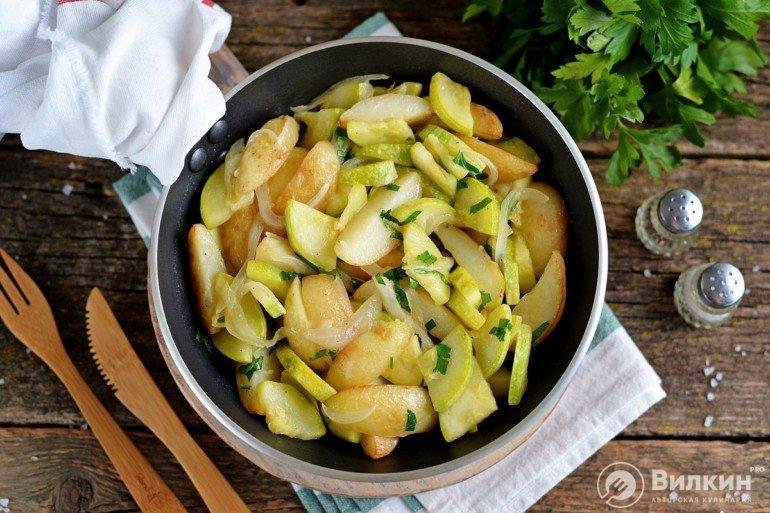 Тушеные кабачки с картошкой