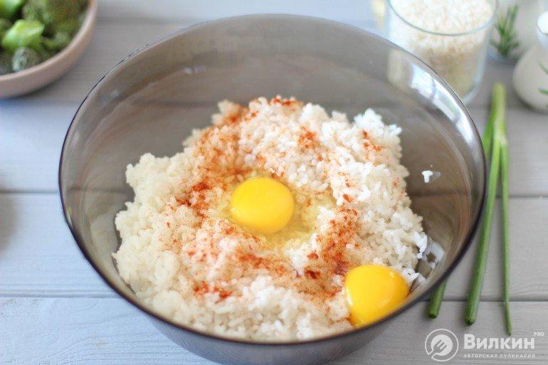 рис с яйцами