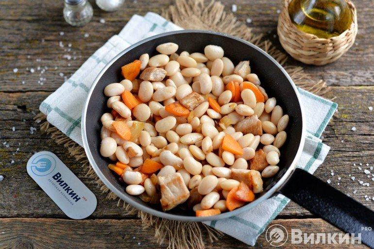 выкладка бобовых в сковороду