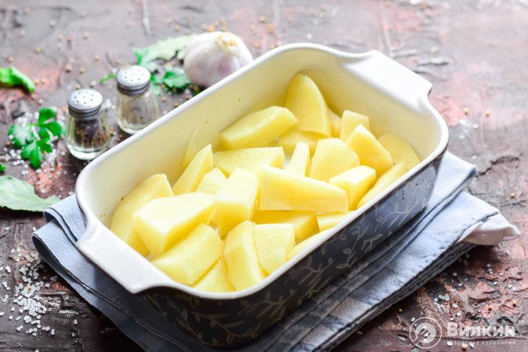 укладка картофеля в форму