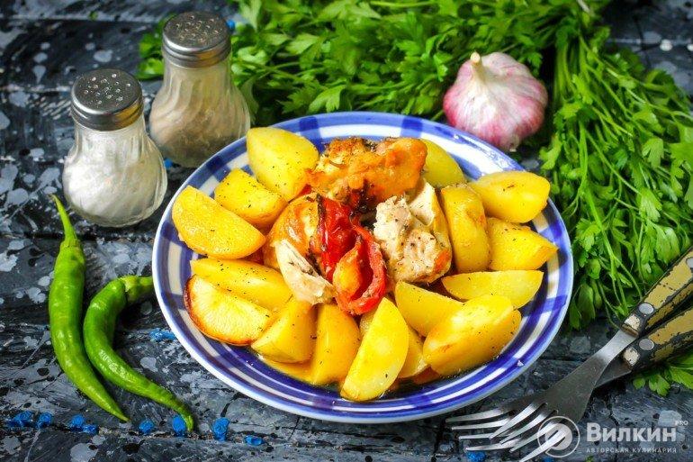 порция жаркого из картофеля с курицей