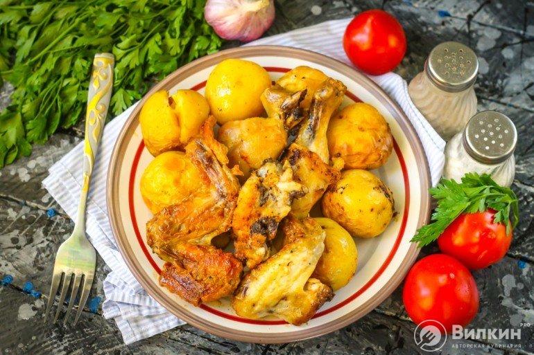 Картошка с курицей в пакете в духовке