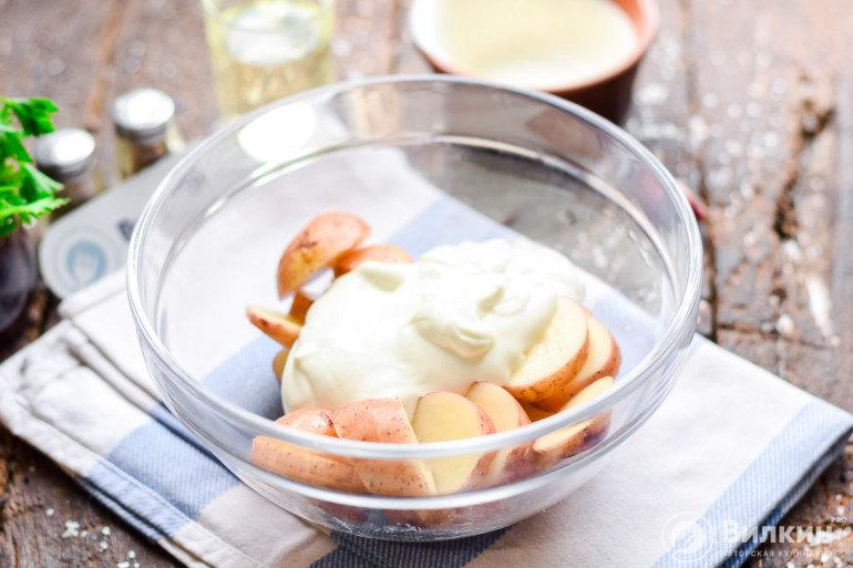 картошка со сметаной в миске