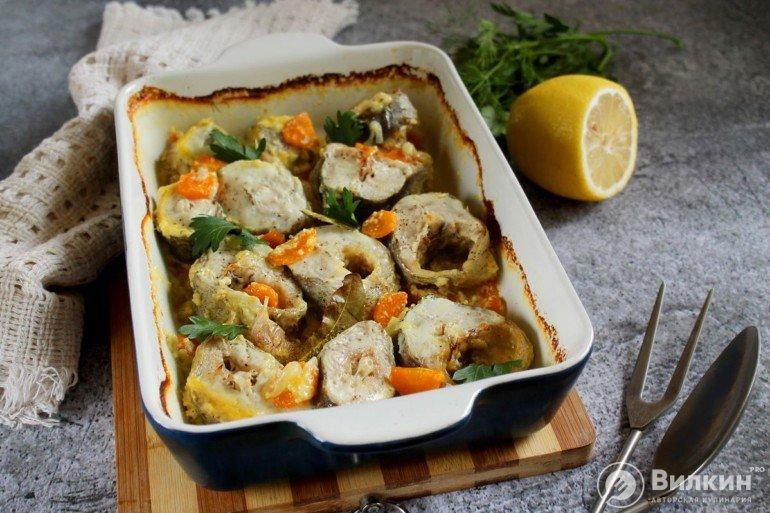 рыба минтай с овощами в сметанном соусе