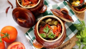 овощи с мясом и картошкой в горшочках