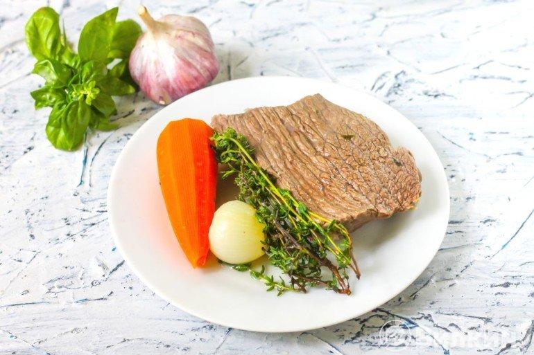 вареное мясо и овощи