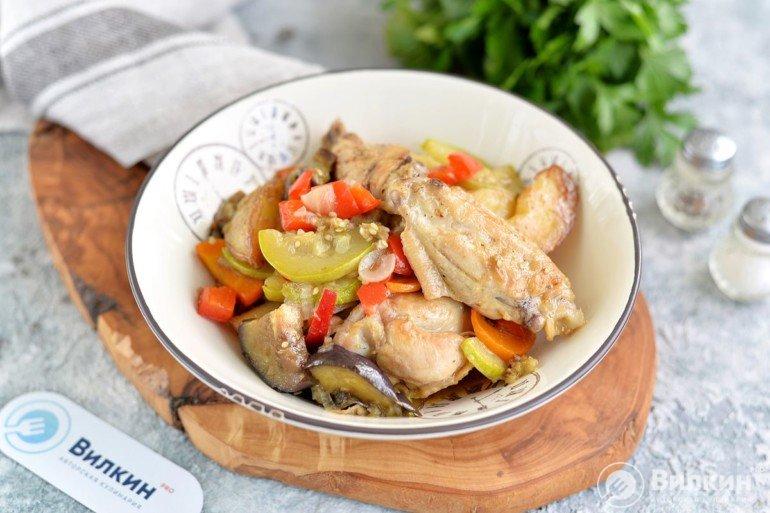 Овощное рагу с курицей, картошкой, кабачками и баклажанами