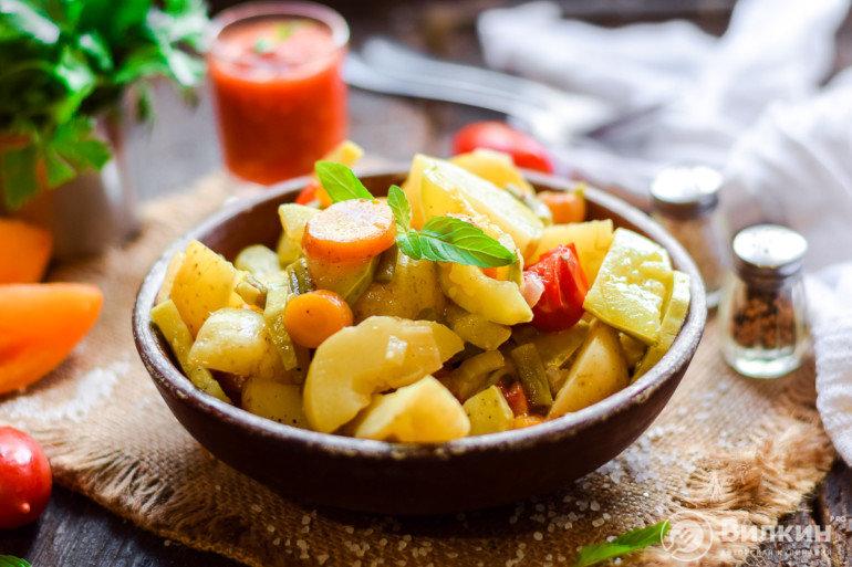 порция вкусного рагу из овощей