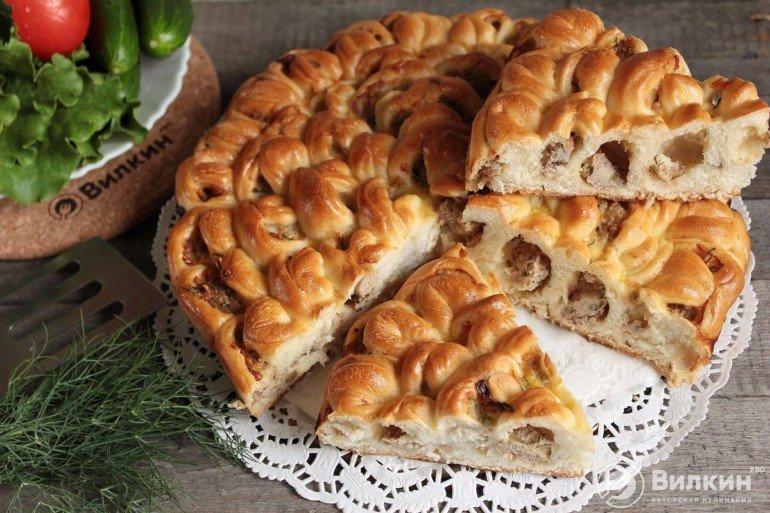 подача мясного пирога