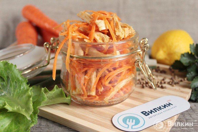 Корейский салат из спаржи с морковью