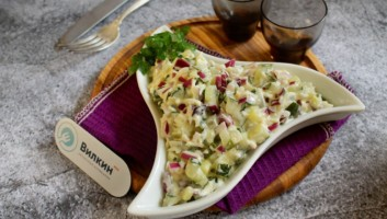 салат из соленых огурцов и яиц