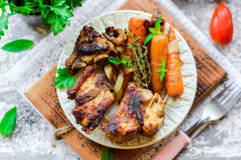 Свиные ребрышки в духовке в рукаве