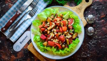 теплый салат с баклажаны и перцем