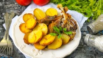 утка с картошкой, запеченные в духовке