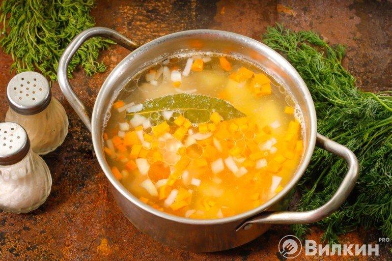 добавление моркови с луком