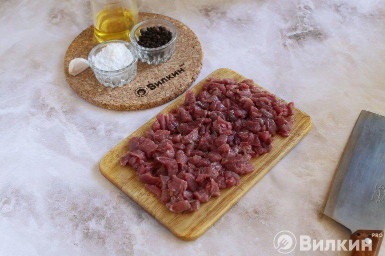 нарезанная говядина кубиками