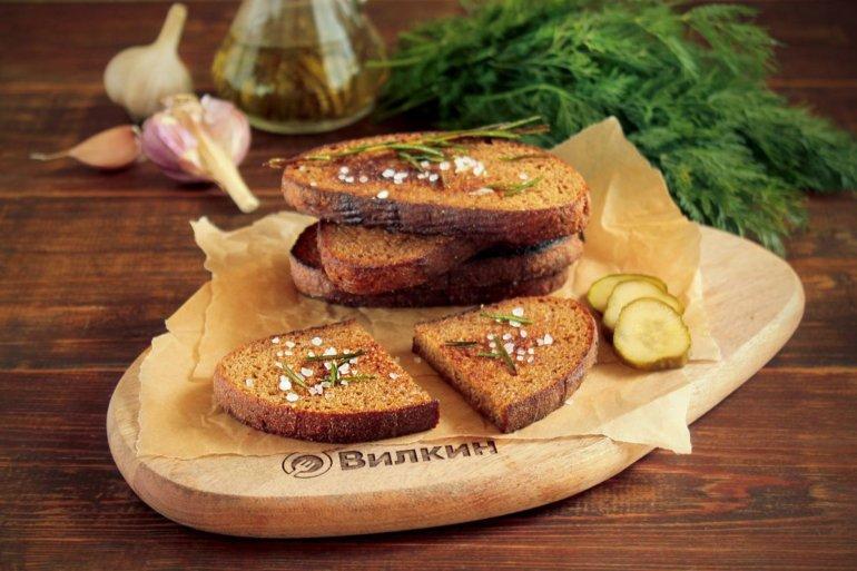 Чесночные гренки из черного хлеба на сковороде