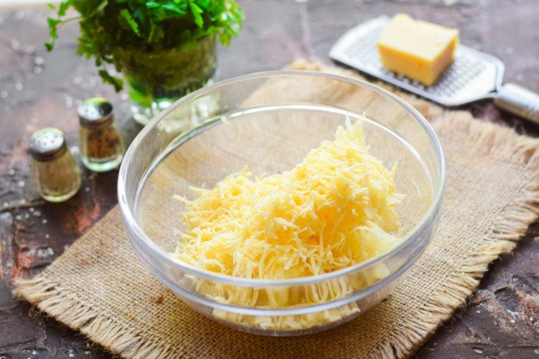 тертый картофель и сыр