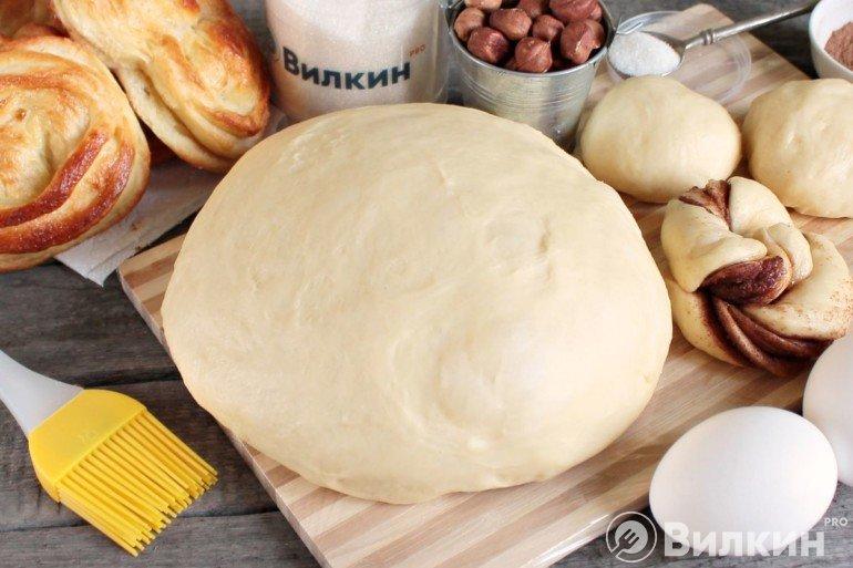 Дрожжевое тесто на молоке для вкусных булочек
