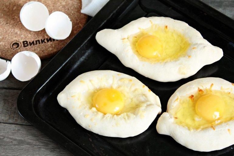 вбитие яиц в лодочки