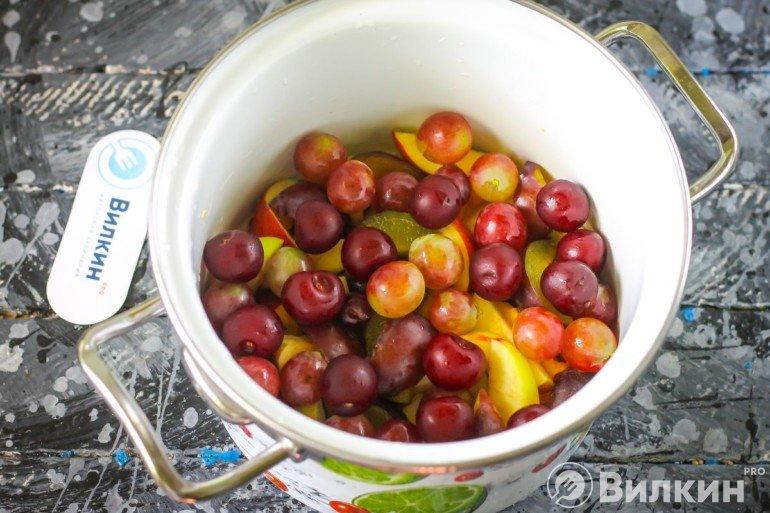 добавление винограда и вишни