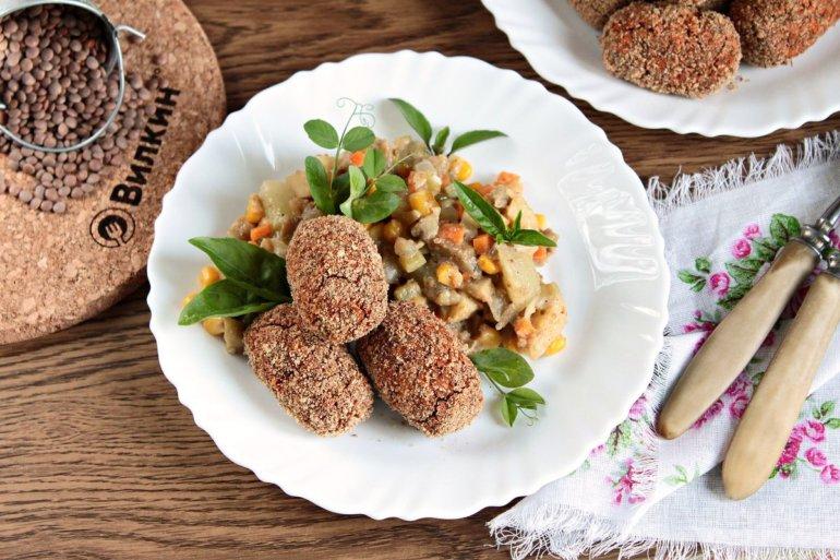 Крокеты из чечевицы с овощным рагу