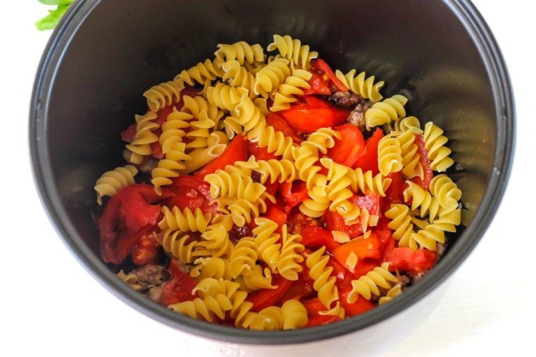 закладка макарон с помидорами