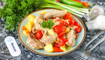 мясо с овощами, приготовленное в мультиварке