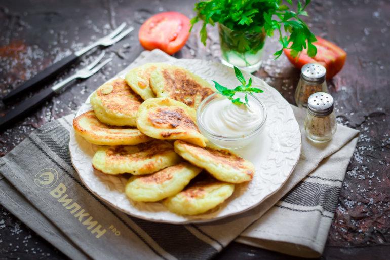оладушки из кабачков со сметаной