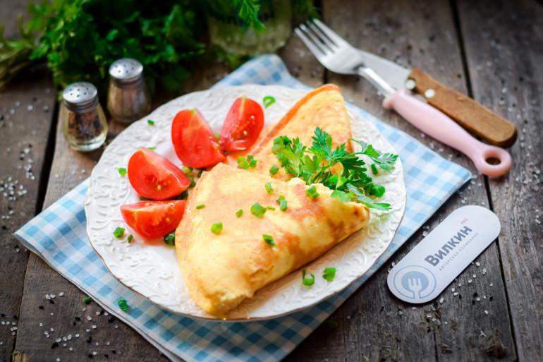 порция творожного омлета на завтрак