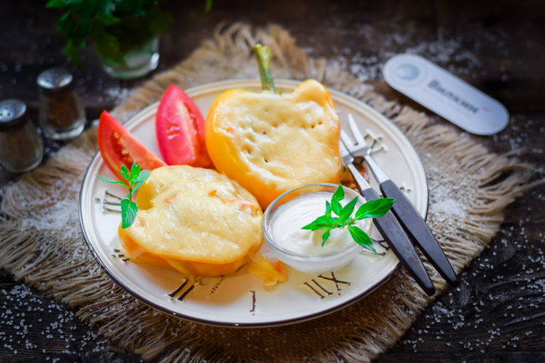 запеченный фаршированный перец под сыром в духовке