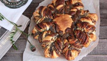 пирог с маком в виде цветка