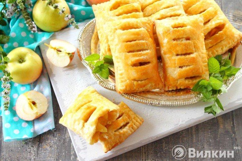 слойки с яблочной начинкой
