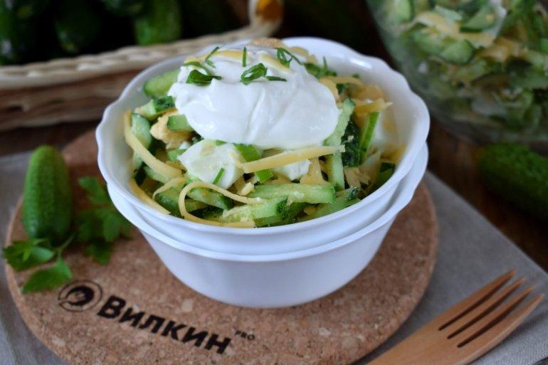 Салат из огурцов, яиц и сыра