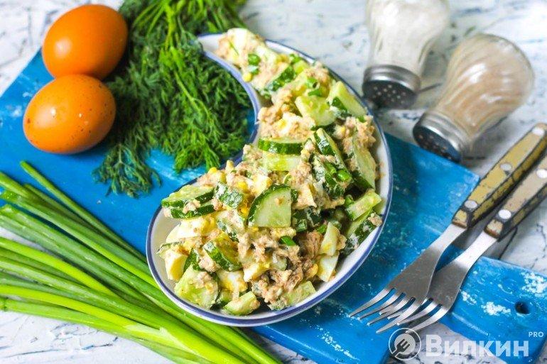 Салат из тунца, огурцов и яиц