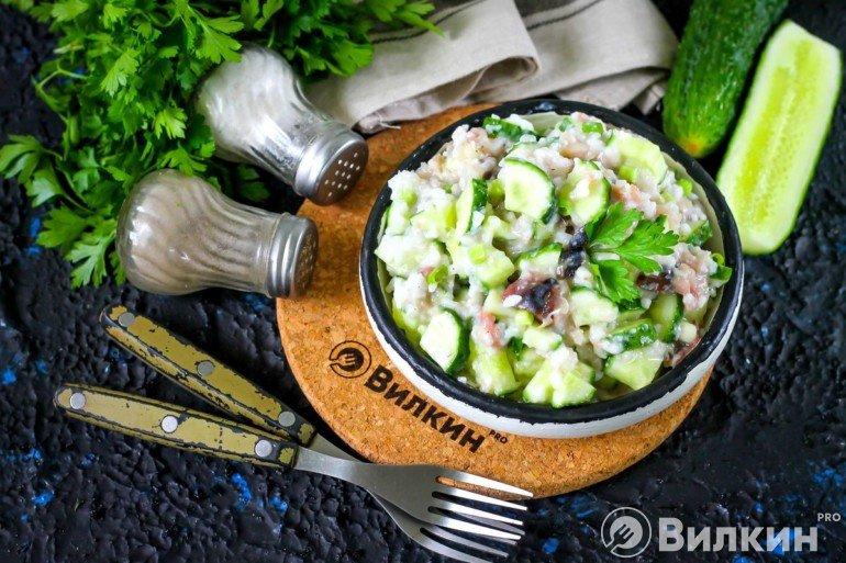 рыбный салат на ужин