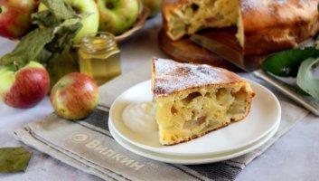 шарлотка на сметане с яблоками