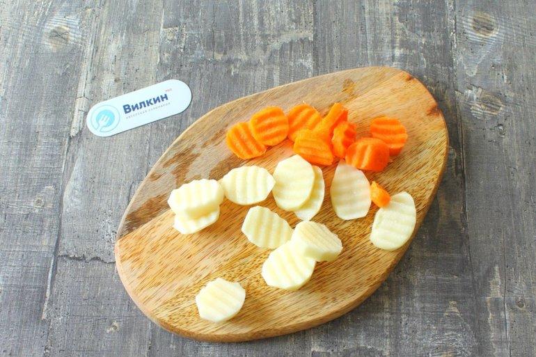 нарезка моркови и картофеля