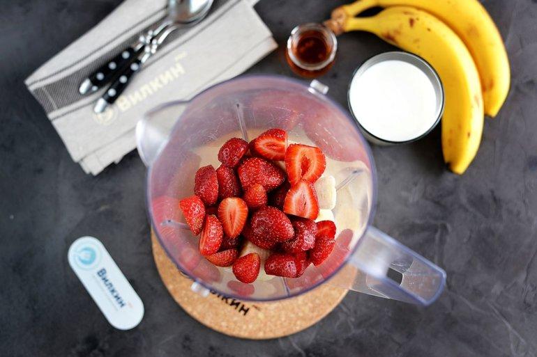 загрузка фруктов в блендер
