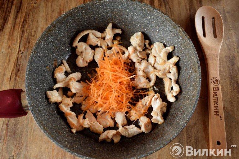 обжарка курицы с морковью